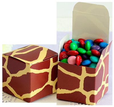 две коробки конфет