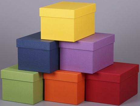 разноцветные коробки