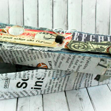 коробка с вырезками из газет