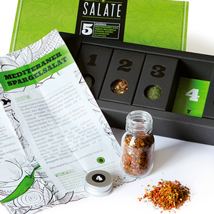 приправа в зеленой упаковке