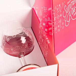 розовая упаковка с бокалом